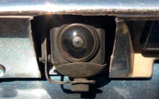 Как защитить камеру заднего вида автомобиля от грязи
