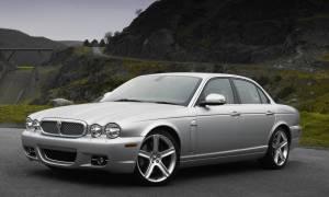 Заряженный седан Jaguar XJ